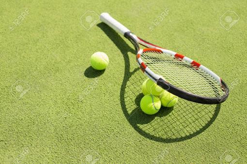 tennisracket en ballen.jpg